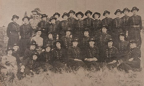 Victoria nurses, doctors, troops and cooks 1915