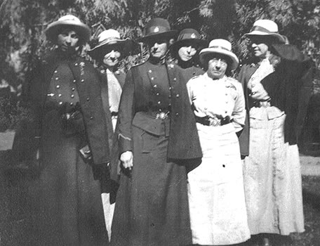 BC nurses on leave in Cairo in 1916